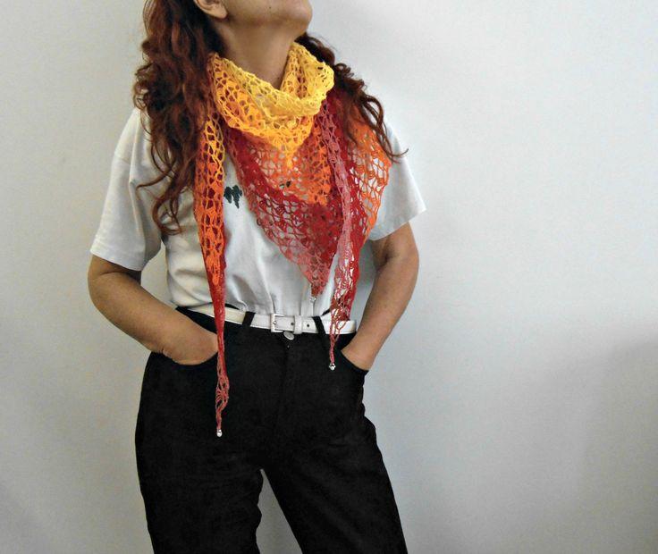 scialle a triangolo di lino, scialle a uncinetto arcobaleno, scialle estivo baktus, sciarpa bandana a crochet con perline, sciarpa baktus by cosediisa on Etsy
