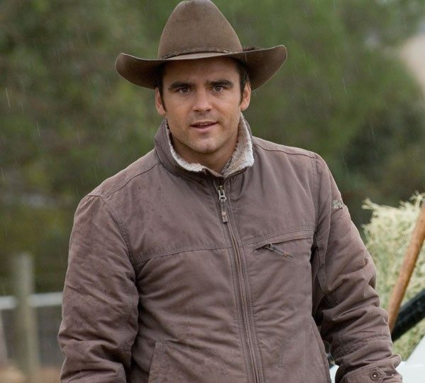 Dustin Clare as Riley Ward in McLeod's Daughters