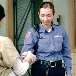 OITNB season 2. HAHAHA, Orange is the New Black, giving the prison guard ?? a very special cookie, great tv, Netflix