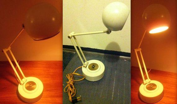 MID CENTURY blanche Panton Pixar Luxo Lightolier style Eames orb atomique de l'ère ère spatiale globe oculaire articulé lampe télescopique en métal rare