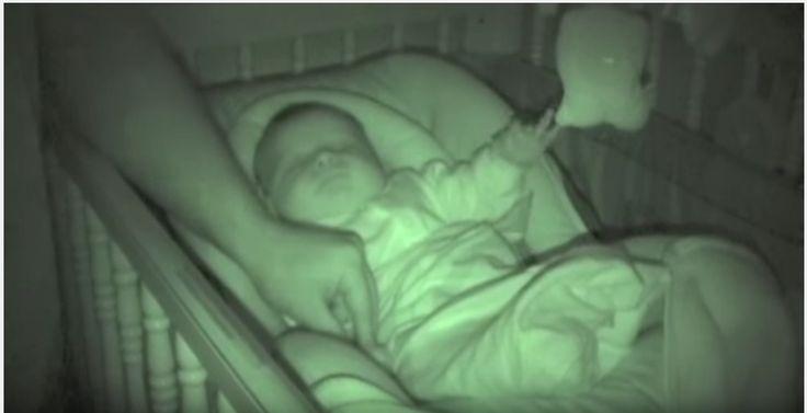 No es un bebé mecánico, pero le sacó la sonrisa a su padre
