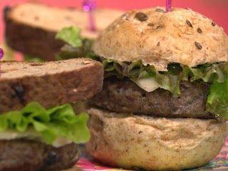 """O hambúrguer de berinjela, além de saboroso, é, digamos,""""medicinal"""".Sim, porque, por ser de berinjela, proporciona todos os benefícios dessa hortaliça."""