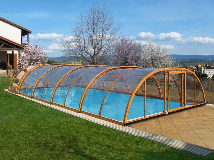 Hliníkové profily v imitaci dřeva jako konstrukce bazénového zastřešení TROPEA