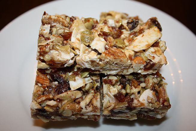Homemade Healthy Granola Bars (Not low in calories but super healthy)