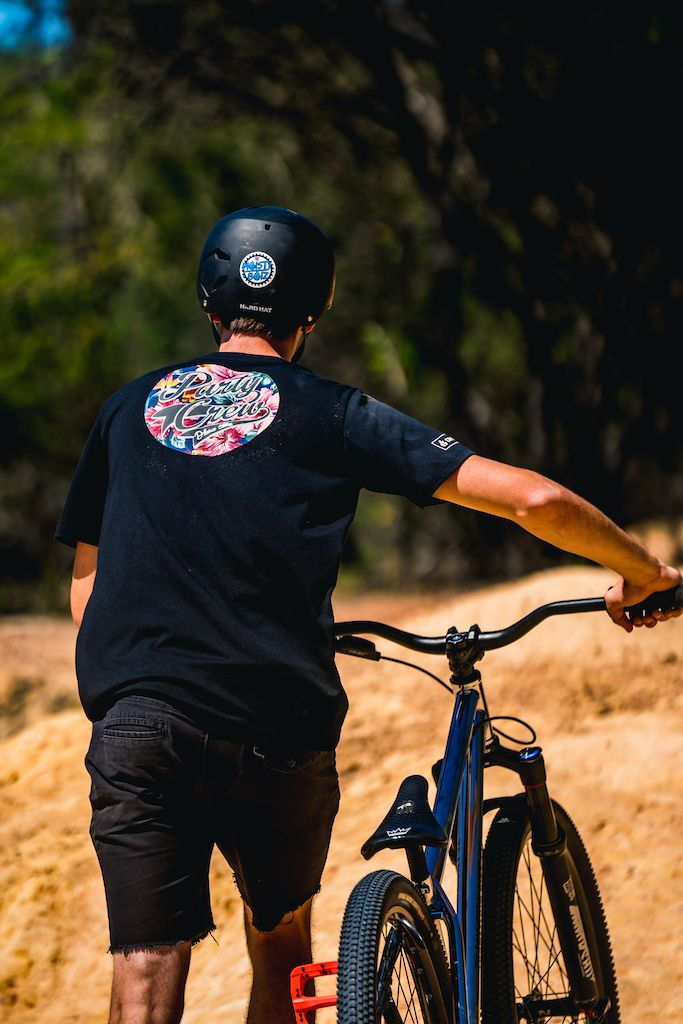 One Minute Of Sunny Dirt Jump Style Video Cyclist Riding Helmets Style