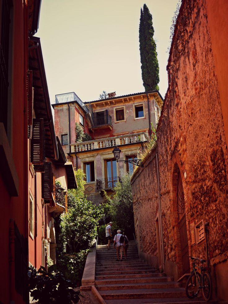 Scalinata Castel San Pietro