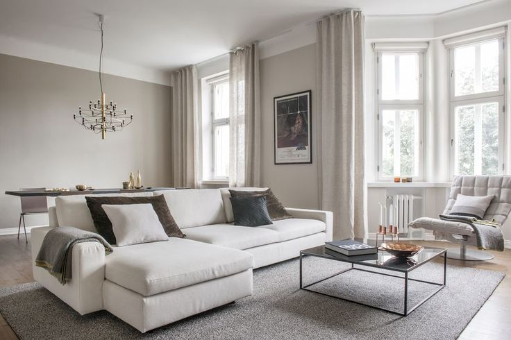 Woodnotes Tundra linen wool tufted carpet is timeless and elegant. Natural materials are comfortable and cozy to use. Note also Wide Swivel k Chair and Rest cushion. #homedecor #home #downtownliving #Helsinki #apartment #whitehome #interiorinspiration #interiordesign #beautifulhome #carpet #rug #livingroom #luxuryhome #designhome #ktuoli #kchair Olohuone #kaupunkikoti