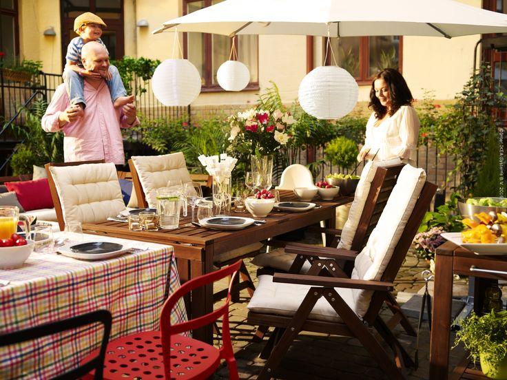 """Vremea călduroasă se aproprie şi ne gândim să aranjăm masa din grădină sau de pe balcon şi să ne bucurăm de aerul plăcut al serilor de vară. Te așteptăm la atelierul IKEA FAMILY """"Invită Vara în casa ta – decorează cu drag locul de luat masa"""" unde vom învăţa, împreună cu un designer, cum să aranjăm masa pentru o zi de vară. Acesta este gratuit pentru membri şi locurile sunt limitate."""