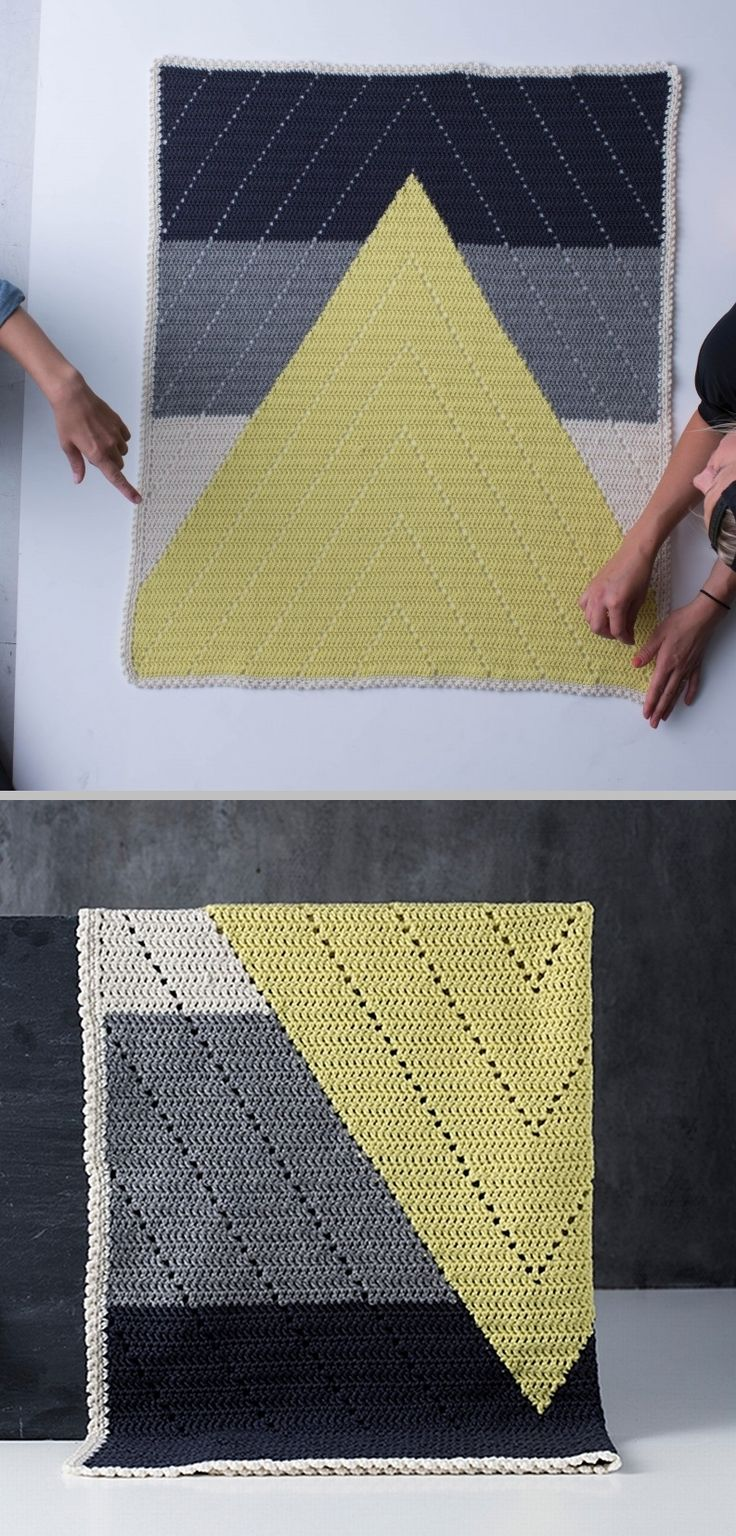 Bjergtop babytæppet (Mountaintop baby blanket), designed by Jeanette Bøgelund…