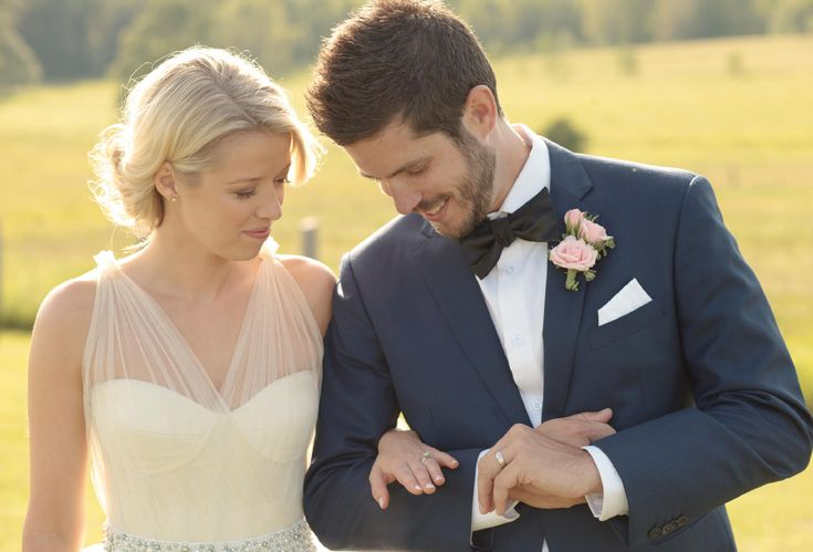 sunny wedding in the country ontario  by: Tied Photo & Films  #countrywedding #ontariowedding