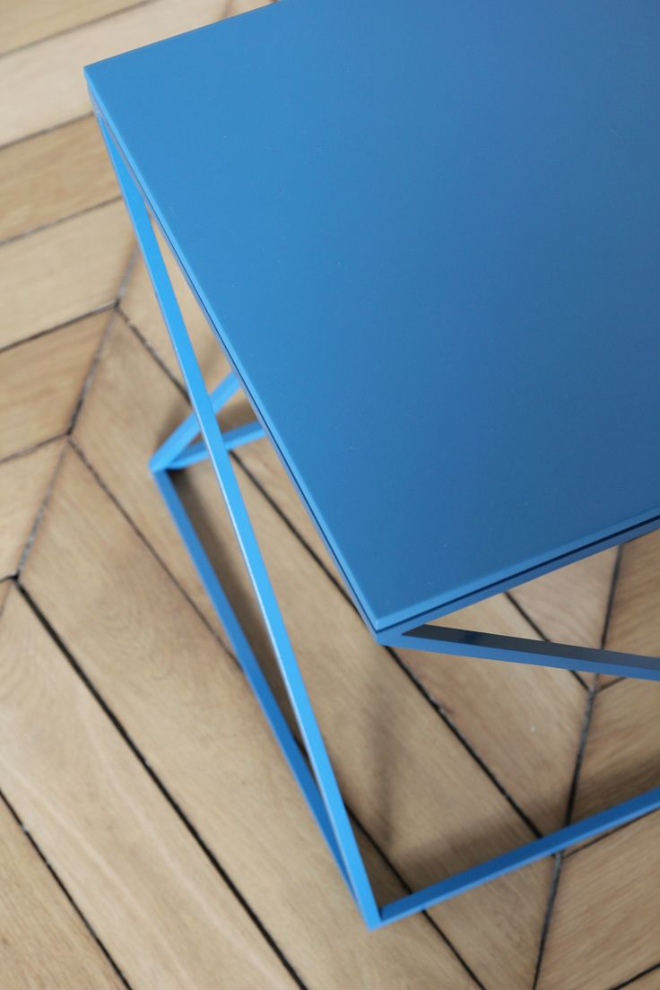 BELNETTE / STOOL / LAQUE BLUE  #design #deco #blue #belnette #stool #materials