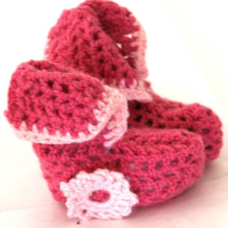 Meravigliose babbucce rosa per neonate realizzate a mano all'uncinetto