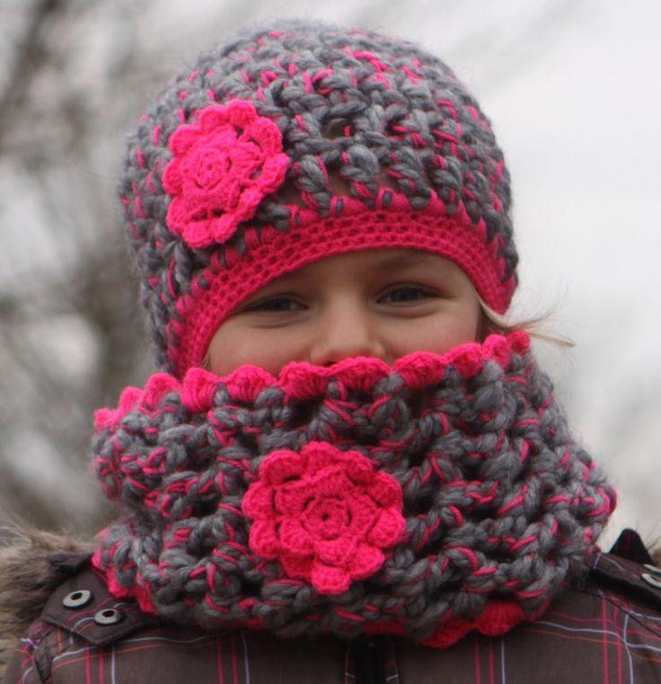 Grijze met roze muts en sjaal