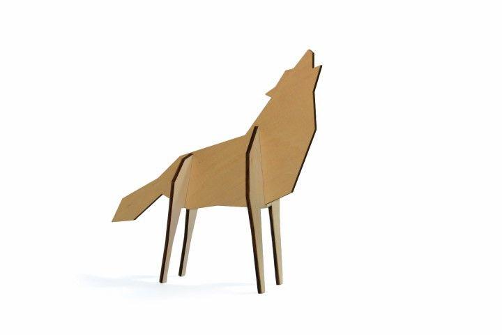 Mooie houten puzzel in de vorm van een wolf. Makkelijk in elkaar te zetten. Scandinavisch design.