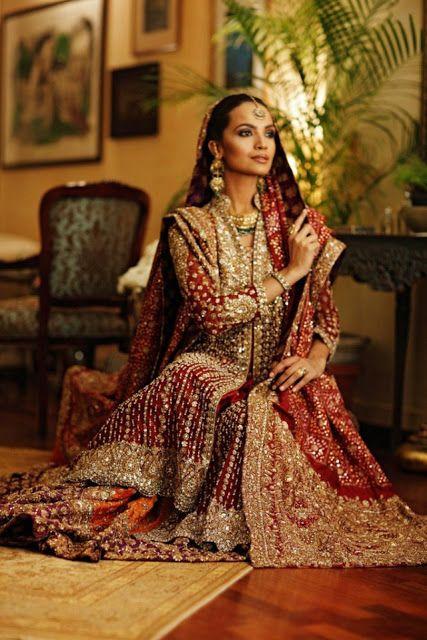 """Robe de mariée traditionnelle/indienne """"Lehenga"""" d'une créatrice pakistanaise Bunto Kazmi"""