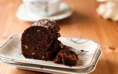 Torta al cioccolato con caffè e noci - Ricetta per preparare la torta al cioccolato con caffè e noci, un ottimo dessert da regalare alla vostra mamma per farle una gradita sorpresa nel giorno della sua festa e per festeggiare questo giorno in allegria con tutta la famiglia.
