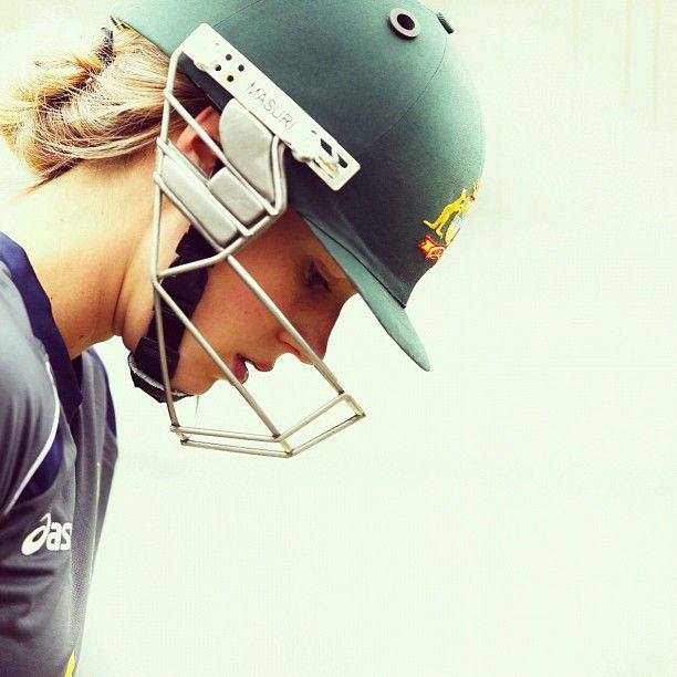 Ellyse Perry hits the SCG nets before today's opening #RoseBowl fixture