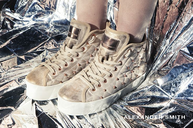 A285 Metal Oro. Metal flash, golden lightning and silver sparks: this is #AlexanderSmith new collection
