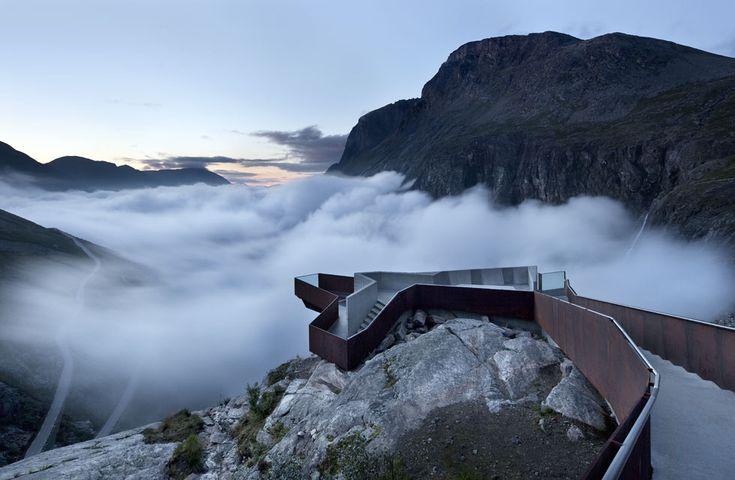 MIRADOR DE TROLLSTIGEN, ROMSDALEN (NORUEGA) / RRA. La Trollstigen, la carretera del troll, es una atracción turística al oeste de Noruega, u...