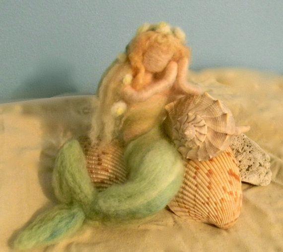 z: Lã Feltrada, Little Mermaids, Felt Fantasy, Felt Projects, Fairies, Needle Felt Mermaids, Victorian, Mermaids Dolls, Boneca