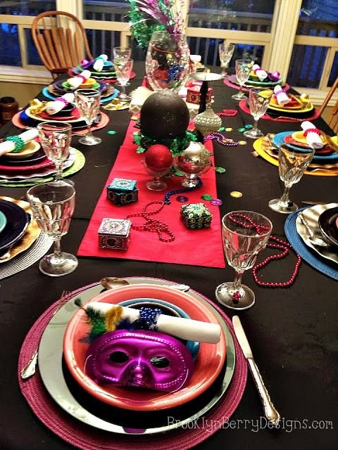 Use the Good China - Mardi gra table setting & 17 best Mardi Gras Table Settings images on Pinterest | Place ...