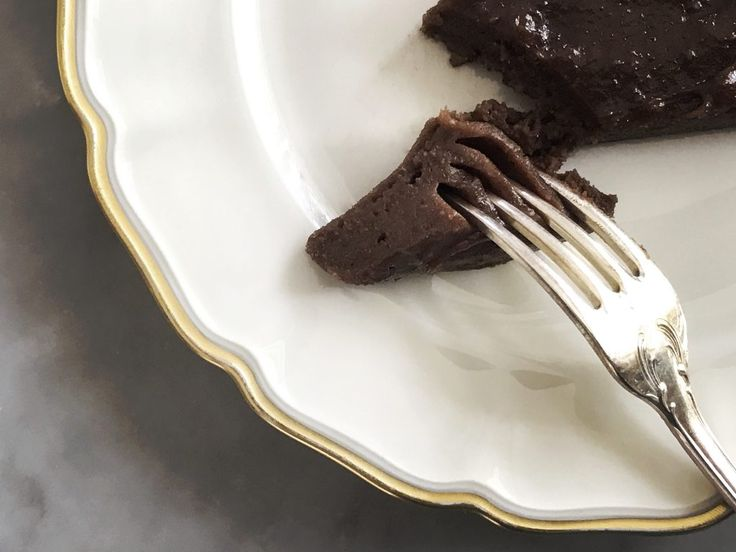 Food Pharmacy | » The chocolate cake that makes you wanna throw away all other recipes of chocolate cakes.