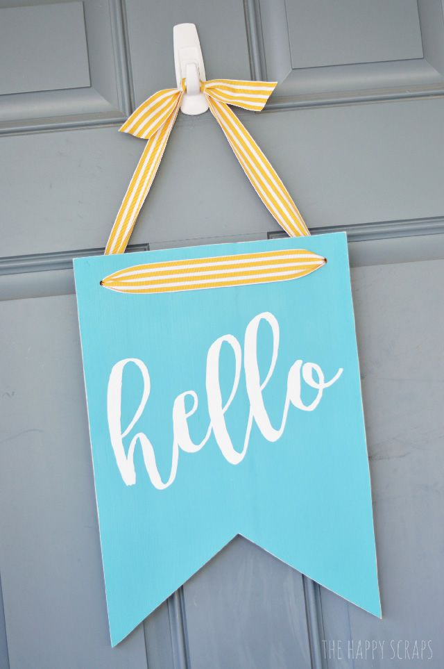 How to make a hello door sign. Such an easy DIY. Love this idea as a alternative to a classic wreath.