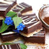 """De här godbitarna blev riktigt poppis på kalaset """"biskvier i långpanna"""" enkelt att göra och ruggigt goda, receptet kommer på www.victoriasprovkök.se inom kort #influencer #biskvier #långpanna #kaka #kalas #fika #choklad #chocolate #sweet #lyx #poppis #influencers #influencersofsweden #bakblogg #bakbloggare #sweden #sverige #örebro #hovsta #happyday"""