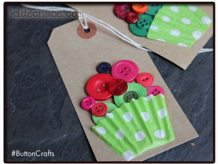Button Cupcakes - a great way to use that hoarded button collection we all have in our homes. If you don't HAVE a button collection, you should! As there are SO many button crafts around like these button cupcakes, and…
