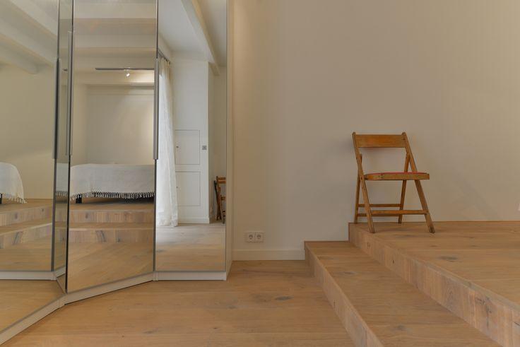 Superstrak zijn deze traptredes geworden! We hebben de vloer gewoon doorgetrokken waardoor alles een mooi geheel vormt. De multiplank is 22 cm breed en afgewerkt met een natuurlijk ogende olie.