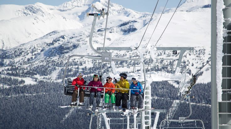 Create memories with family and improve your skiing with Family Lessons.