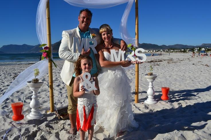 Wedding photo idea.. Mr & Mrs signs