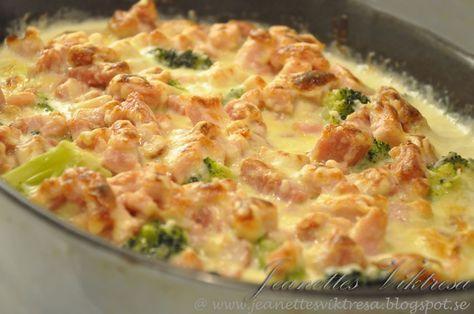 Broccoligratäng med kassler/skink- och ostsås  500g färsk eller fryst broccoli 1 purjolök 400 g rökt skinka eller kas...