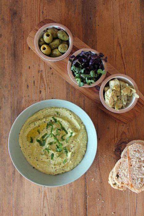 Bärlauch Hummus mit Antipasti