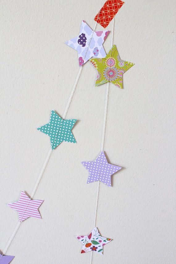 Guirlande papier étoiles - décoration chambre bébé | Tipilou | Pinterest