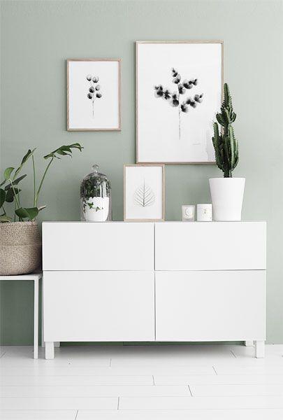 Inspiration till tavelväggar och tavelcollage. Fin ljusgrön väggfärg. Tavlor i ekramar. Posters och prints med akvarellmålningar. Desenio.com