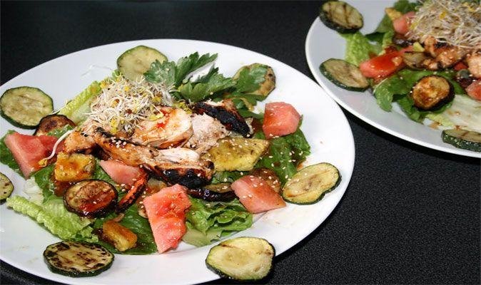 LCHF recept för Färgglad sallad med grillad kyckling