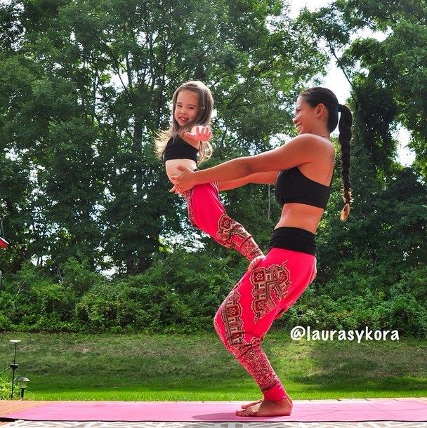 Mum and daughter clearly love bonding over shared yoga exercises. We love these images of Laura Kasperzak and her daughter working out together.