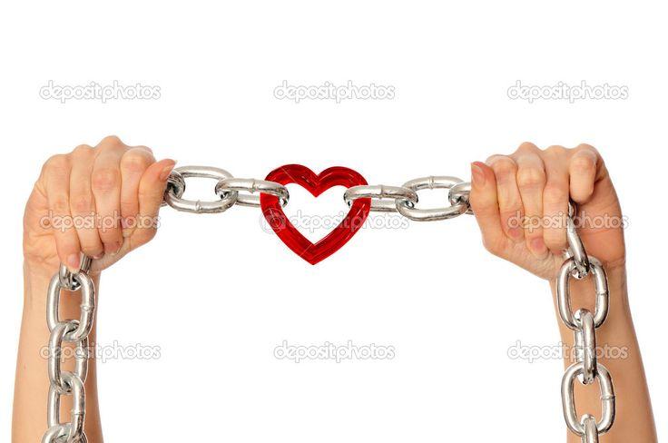 Deze afbeelding heb ik gekozen, omdat ik vind dat het hun relatie op een mooie manier beschrijft. Ze hebben vanaf de eerste keer dat ze elkaar ontmoeten een sterkte band. Misschien niet meteen op het gebied van liefde, maar wel op gebied van vriendschap. Er is niet echt een moment waarop je kunt zeggen 'vanaf nu hebben ze een relatie', want het bouwt zich stap voor stap op. Hun liefde voor elkaar was ondoorbreekbaar, daardoor hadden ze zo een sterke band met elkaar.