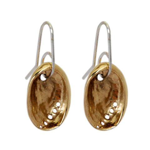 Solid Sterling Silver earrings cast from actual baby Paua (Abalone) shells. The curves and intricate detail of this iconic New Zealand shell are beautifully captured in this solid Sterling Silver Earring. Finished with a 9ct Gold Plate.