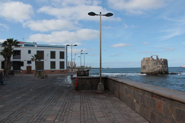 Barrio de San Cristóbal y torreón de San Pedro. Las Palmas de Gran Canaria.