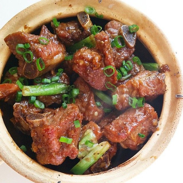 """VIETNAMESE PORK RIBLETS  Kristi from @rasianbran prepared a classic Vietnamese dish that from my observation is not commonly found in restaurants. When I…"""