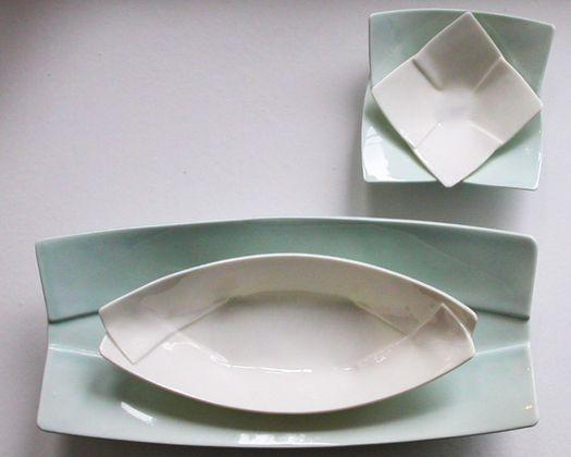 Pia Baastrup  Faltschiffchen porcelain - you can find them here http://www.craft2eu.net/en/artists/pia-baastrup