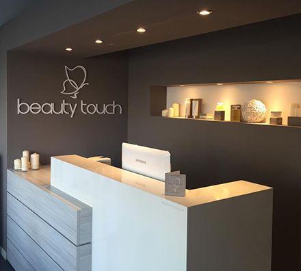 Oltre 25 fantastiche idee su saloni di parrucchieri su for Arredamento centri estetici