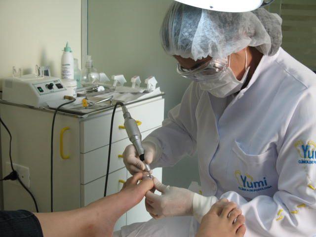 Yumi Ikeda especialista em podologia infantil. Atende crianças de 0 a 12 anos.