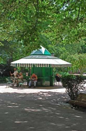 A deserved pause in the busy city...Kiosk- library at Estrela Public Garden, Lisbon | #Lisbon #Portugal