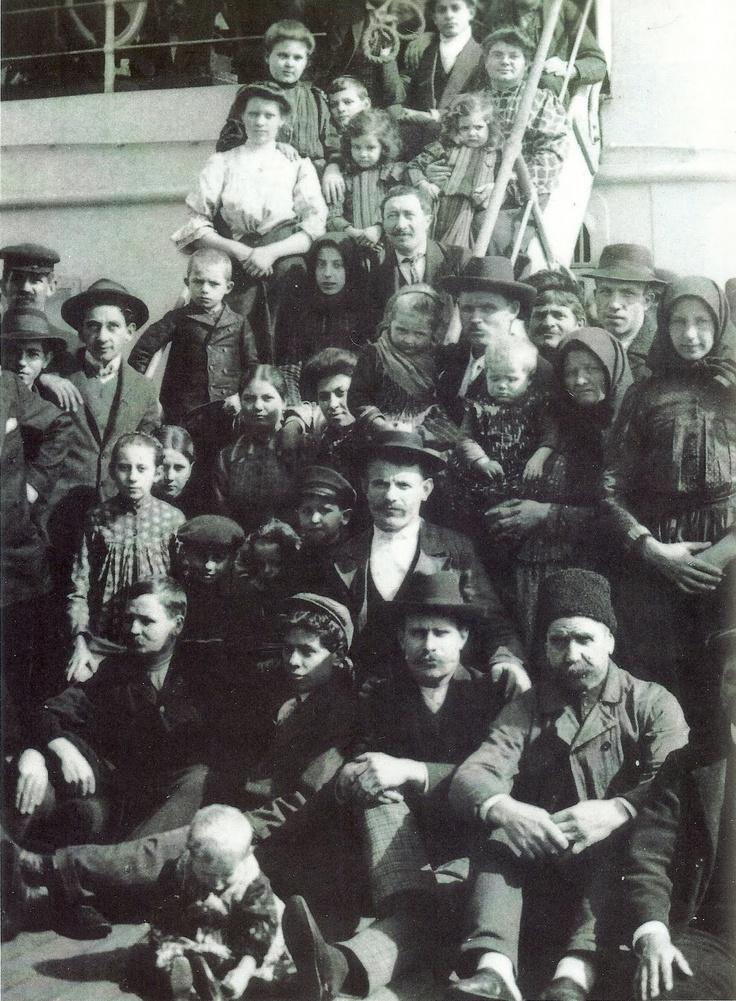 Immigrants: New York Italian immigrants 1905 #EllisIsland #history