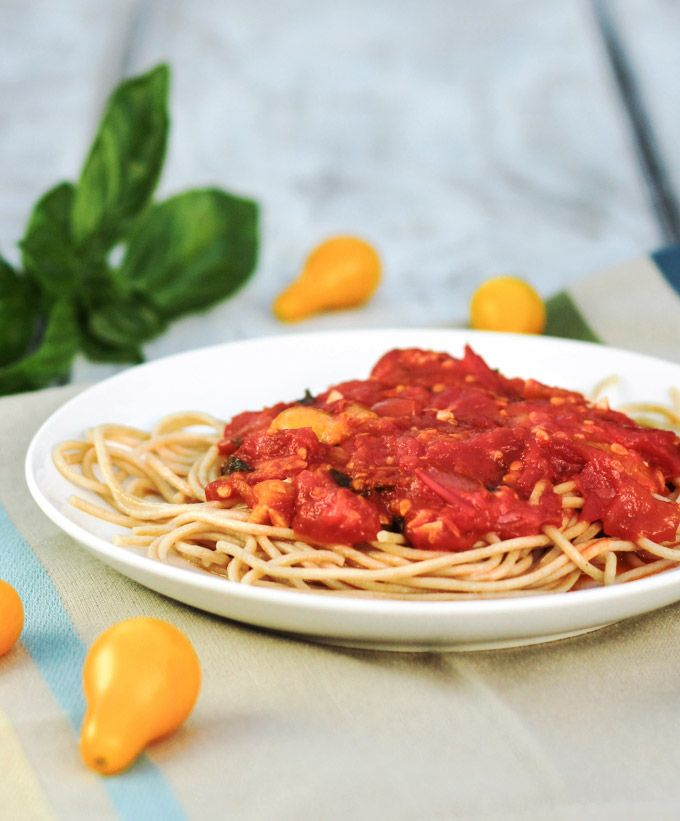 Fresh Tomato Pasta Sauce | Summer may be winding down, but we still have tomatoes, and there is nothing quite like pasta with fresh tomato sauce.