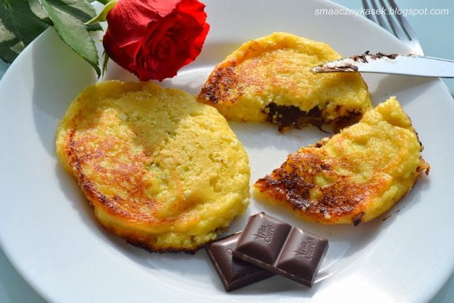 Smaczny kąsek: Serniczki z patelni nadziane czekoladą
