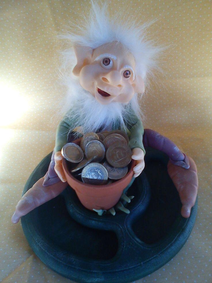 duende con vasija de monedas